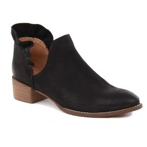 Seychelles Renowned Ruffle Ankle Boots Booties 7.5